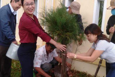"""Trường THCS Nguyễn Trãi tổ chức ra quân """"Tết trồng cây"""""""