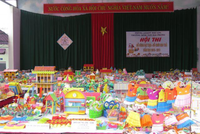 """Trường MN Đại Phong tổ chức hội thi """"Đồ dùng dạy học đồ chơi cho trẻ"""" năm học 2018-2019"""